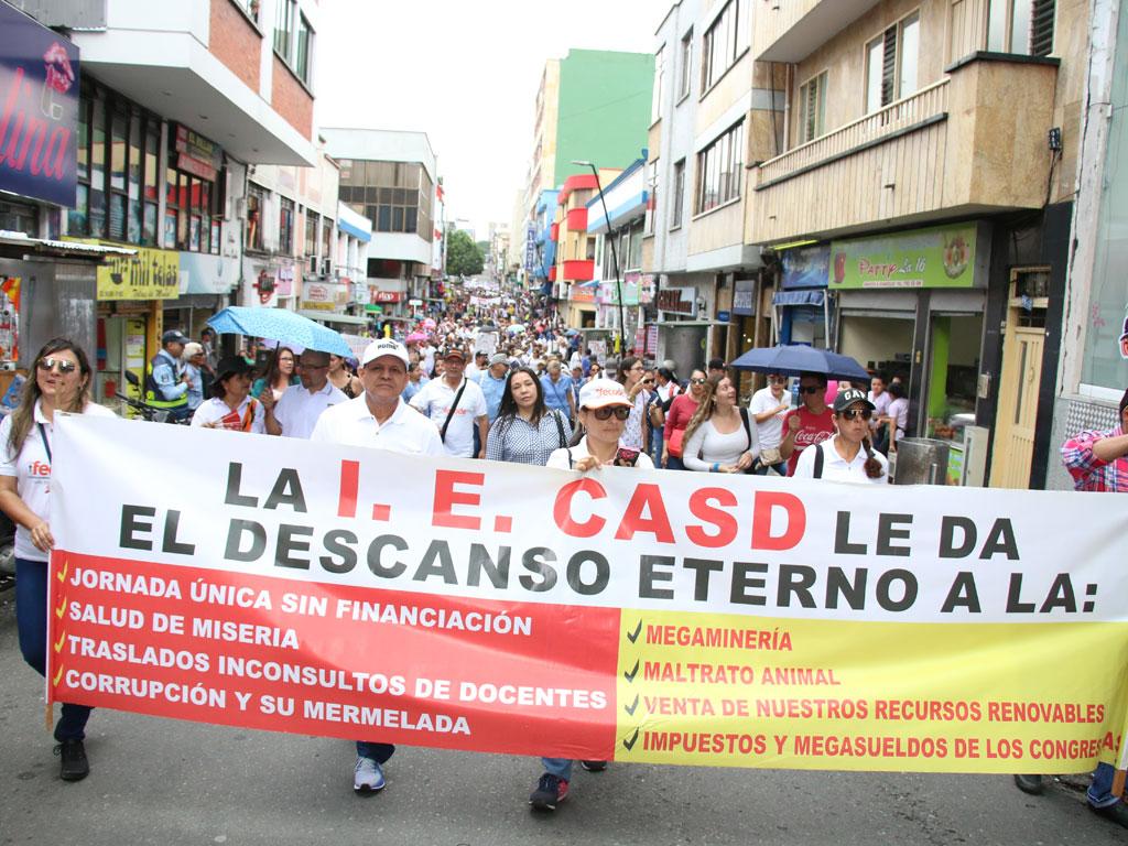 Maestros y estudiantes marcharon en defensa de la educación pública