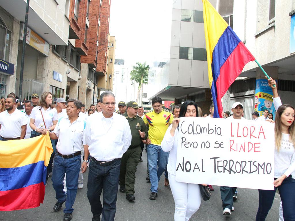 """Quindianos se unieron al llamado nacional: """"No al terrorismo"""""""