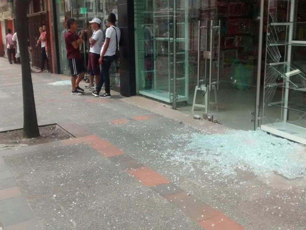 Disturbios y actos vandálicos se presentaron en Calarcá durante la mañana de este martes