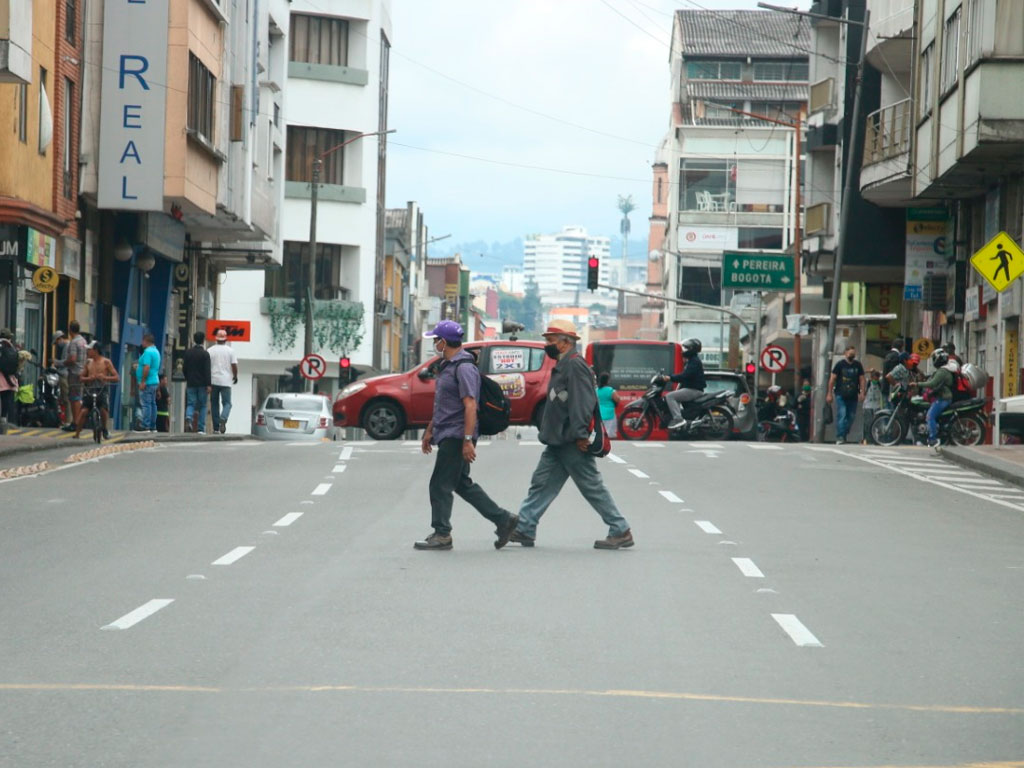 Desobedientes, armenios salieron a las calles como si nada pasara