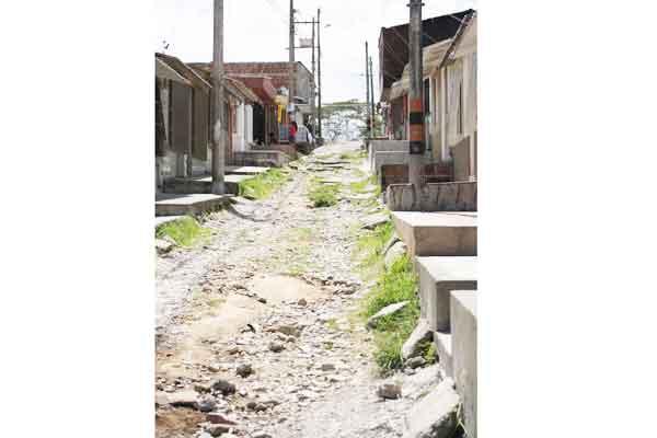 Villa Centenario, sin vías y caseta comunal