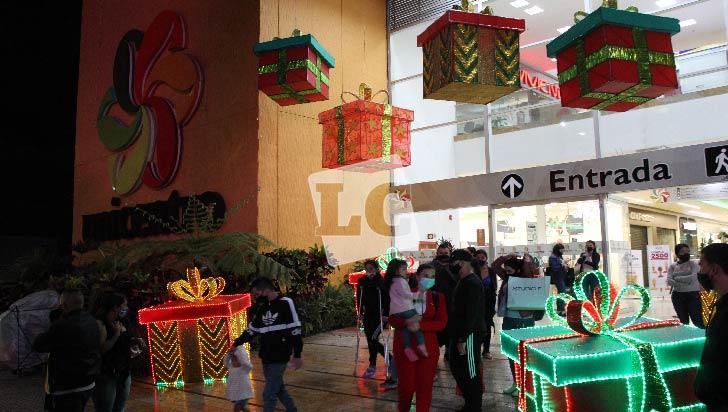 Los centros comerciales  de Armenia se vistieron de Navidad