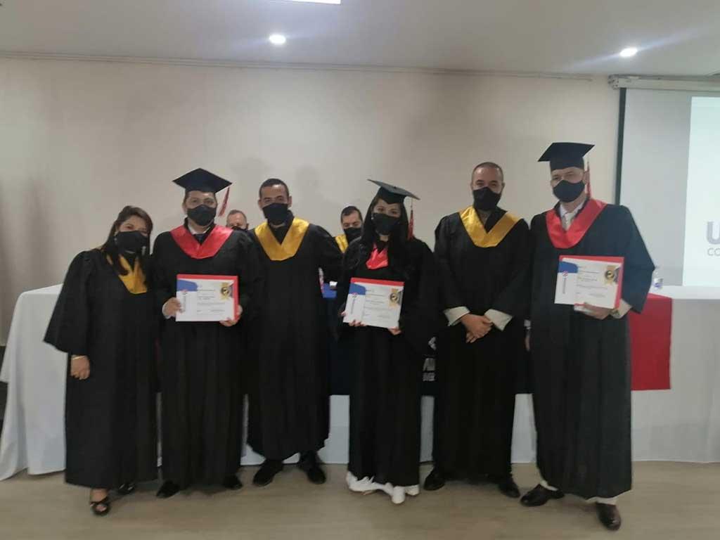 PRIMERAS CEREMONIAS DE GRADO PRESENCIALES EN  UNIREMINGTON ARMENIA