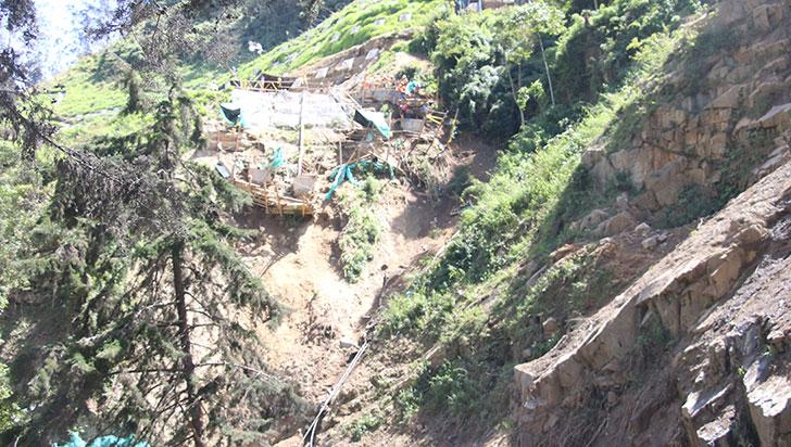Ausencia de turistas, trancones y obreros que tratan de estabilizar el talud en La Línea