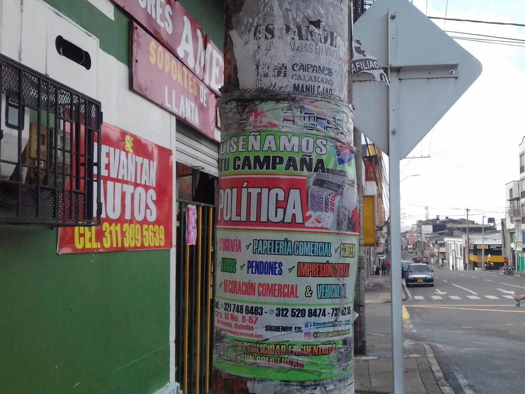 Infraestructura pública usada indebidamente como plataforma publicitaria