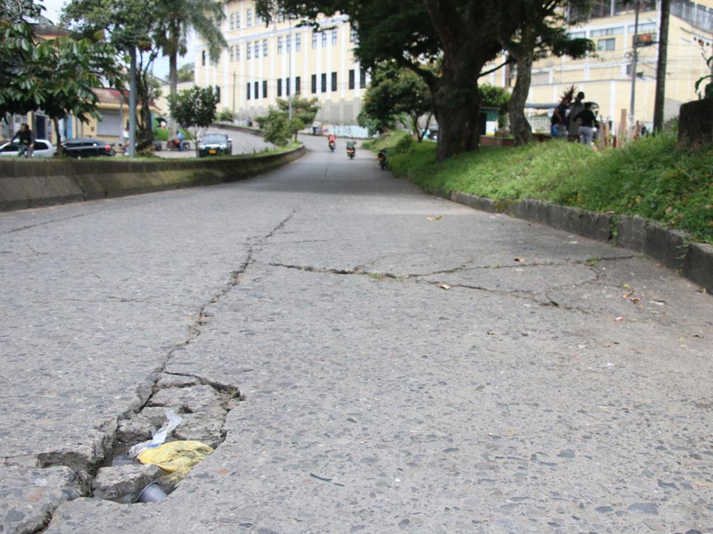Hundimientos en las vías de Armenia no dan más esperas
