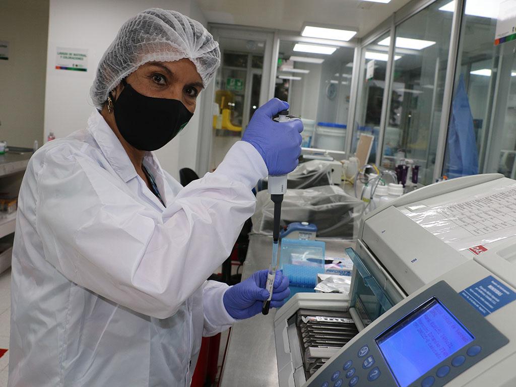 ¡Felicitaciones a los bacteriólogos por sus invaluables sacrificios!