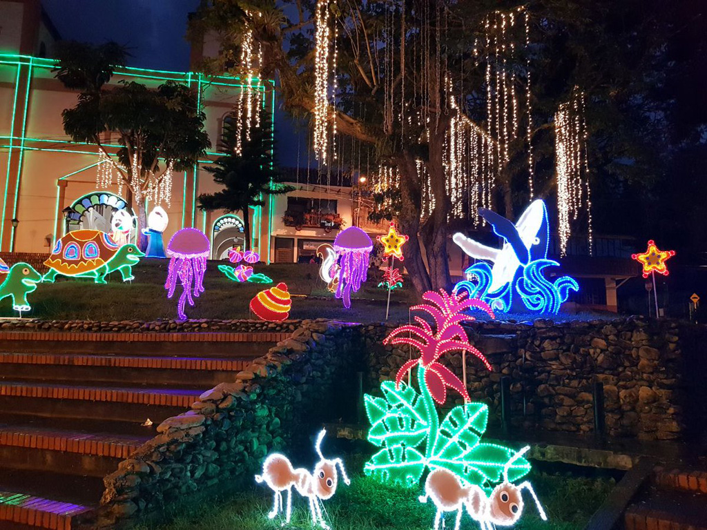 Córdoba encendió su alumbrado navideño con temática de la naturaleza