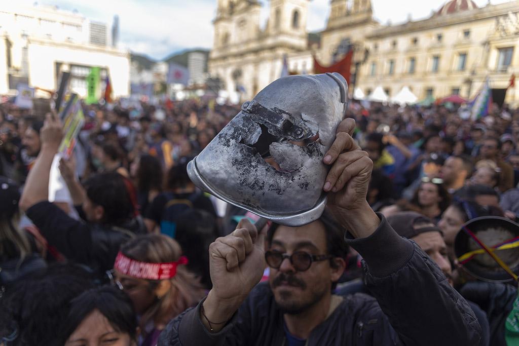 Manifestaciones y cacerolazos en rechazo a la reforma tributaria