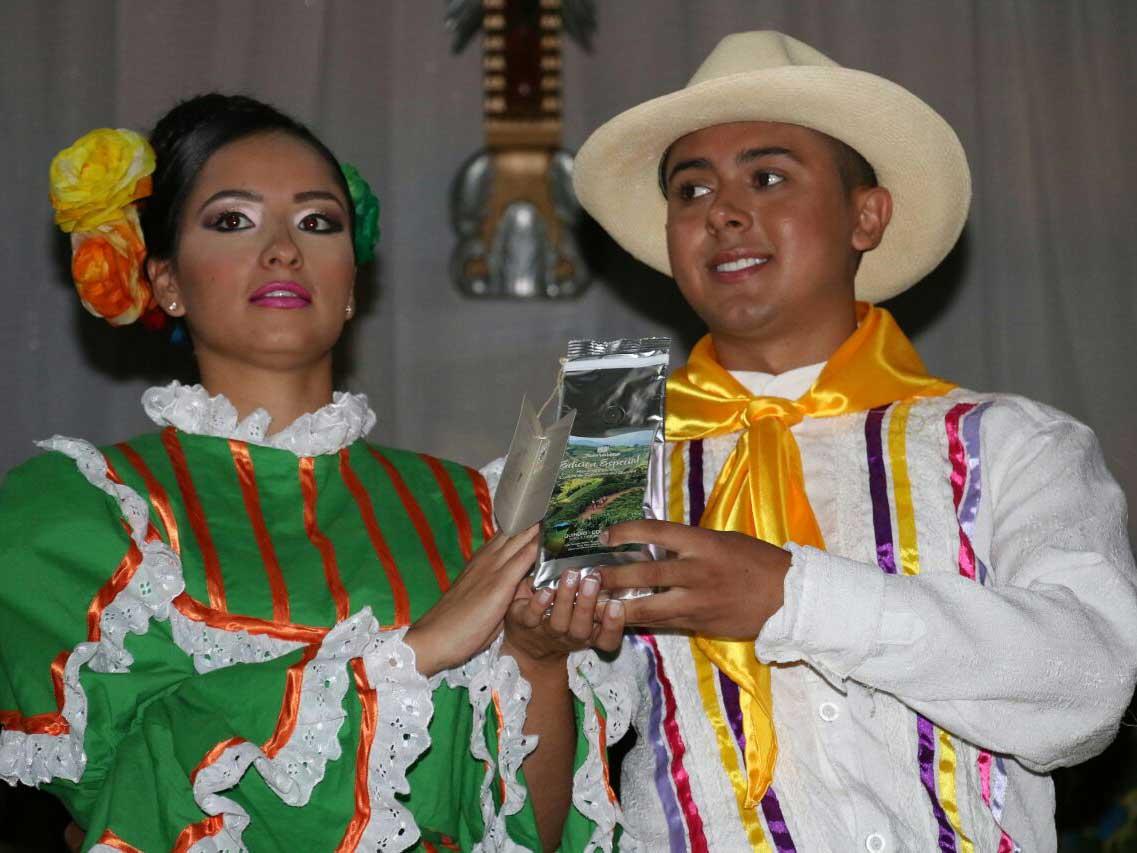 Juan Valdez actuó con el Show del Café en 50 años del comité