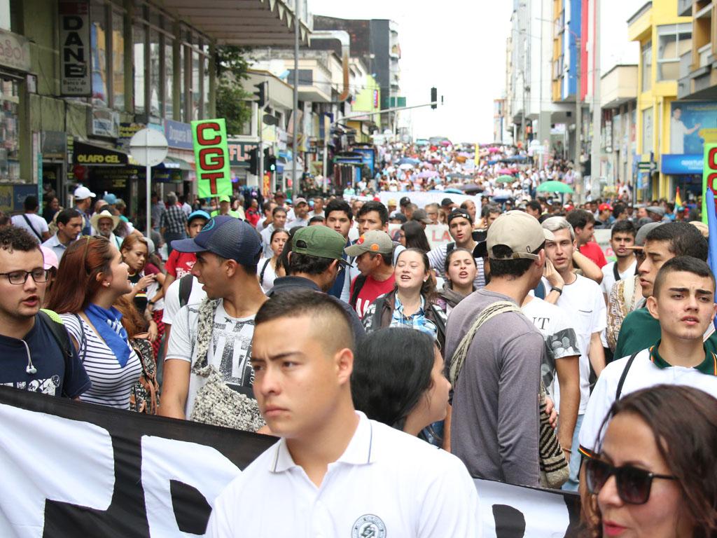 Docentes, trabajadores y otros sectores marcharon en Armenia