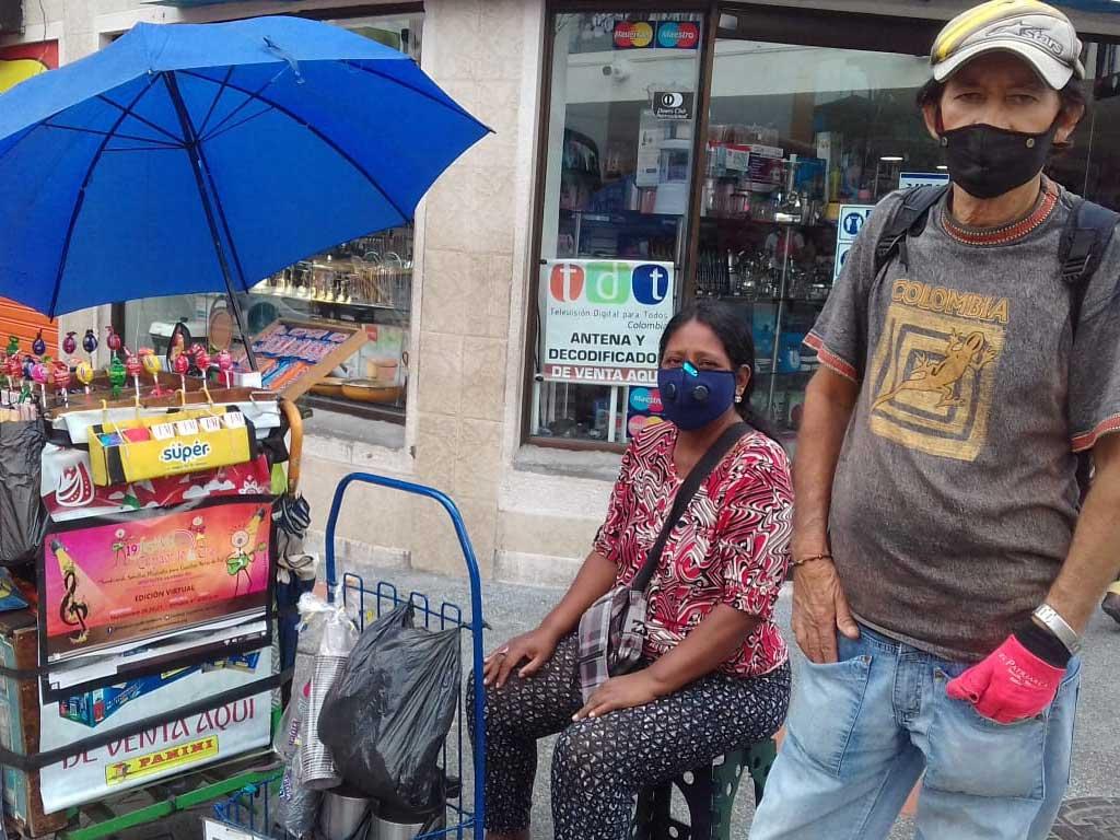 Los vendedores que viven de puro milagro en las calles de Armenia