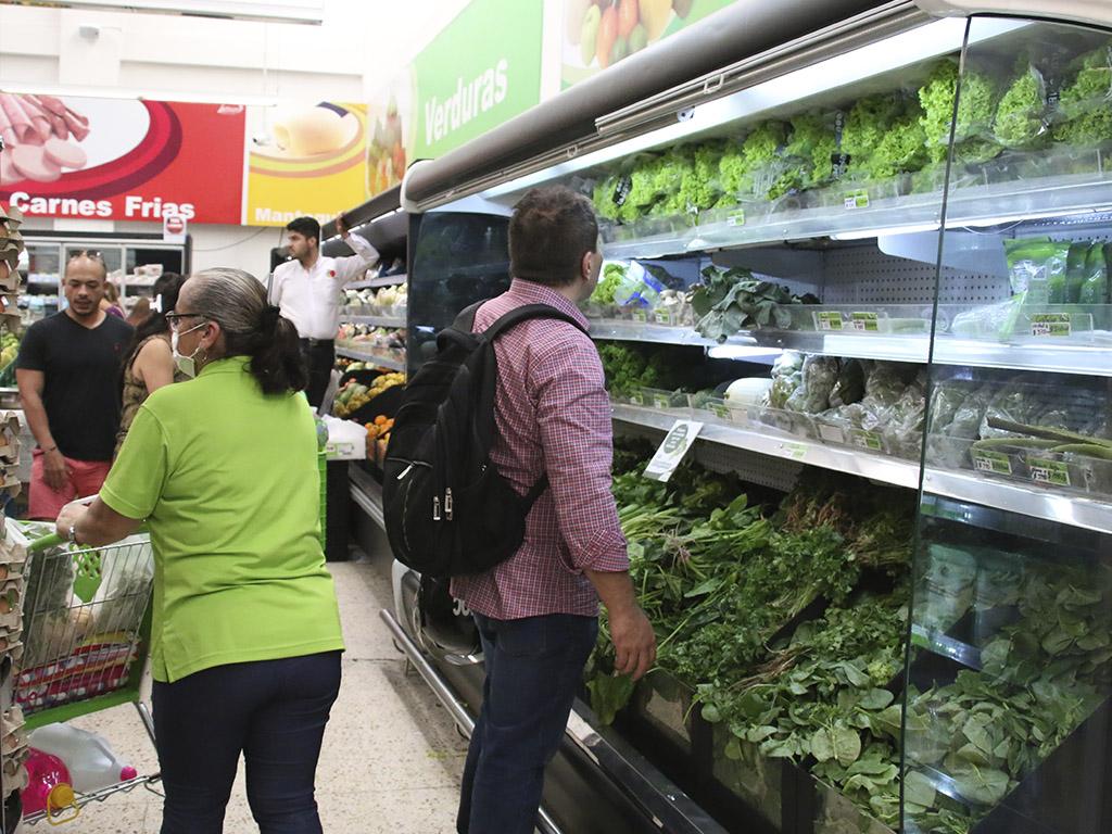 No hay desabastecimiento de alimentos; si va al supermercado, compre reazonable