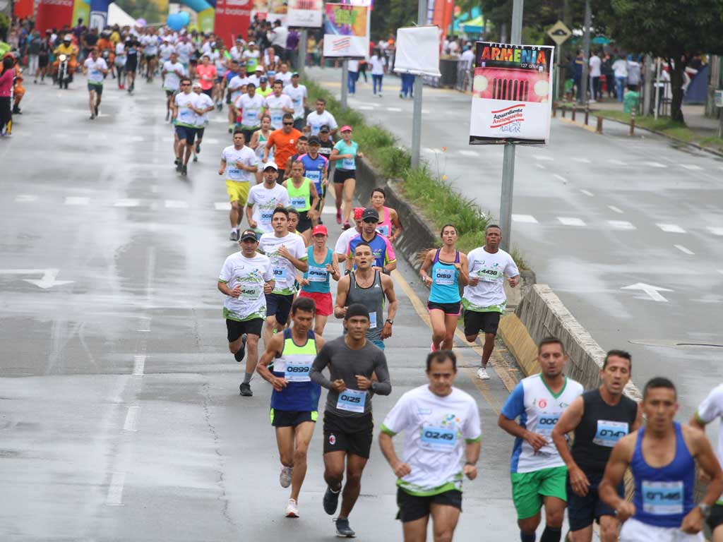 Toda una fiesta deportiva fue el 1/4 de maratón por Quindicáncer [En imágenes]