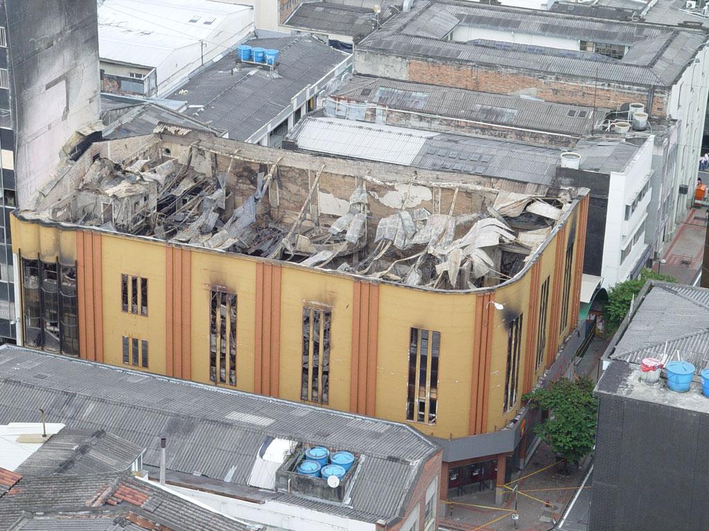Así fue el incendio que devoró al Teatro Yanuba en febrero de 2008