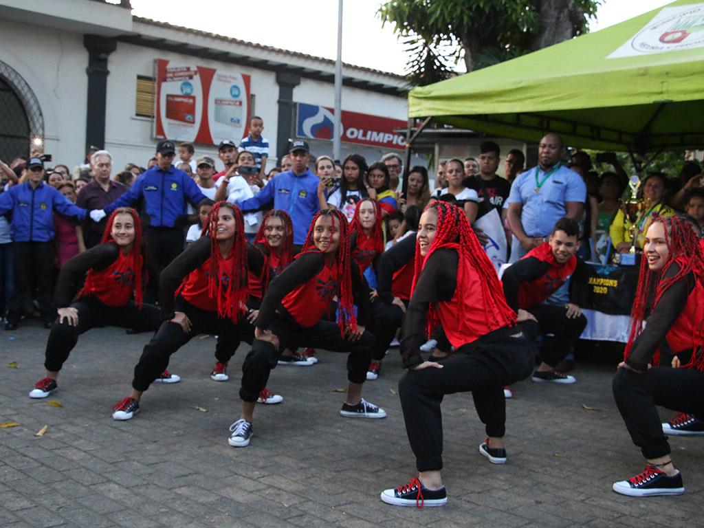 ¡Dancing Montenegro fue recibido con música, alegría y galardones!