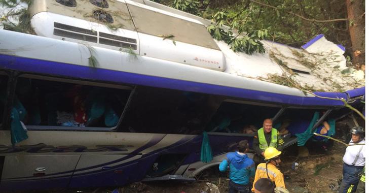 [En imágenes] Grave accidente en el sector de La Línea conocido como 'Cansaperros'