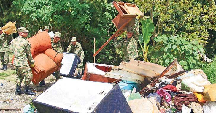 [En imágenes] 4 toneladas de desechos han extraído de la cañada de Puerto Espejo