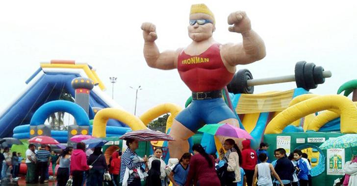 Así viven los niños la 'Feria de la Alegría'