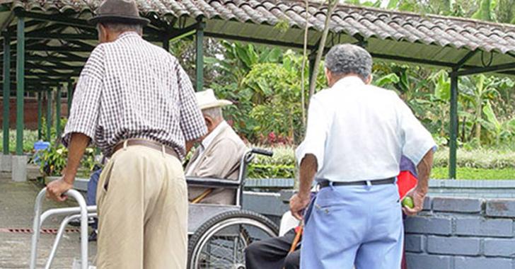 Adultos mayores ganan demanda y podrán salir  a diario a ejercitarse
