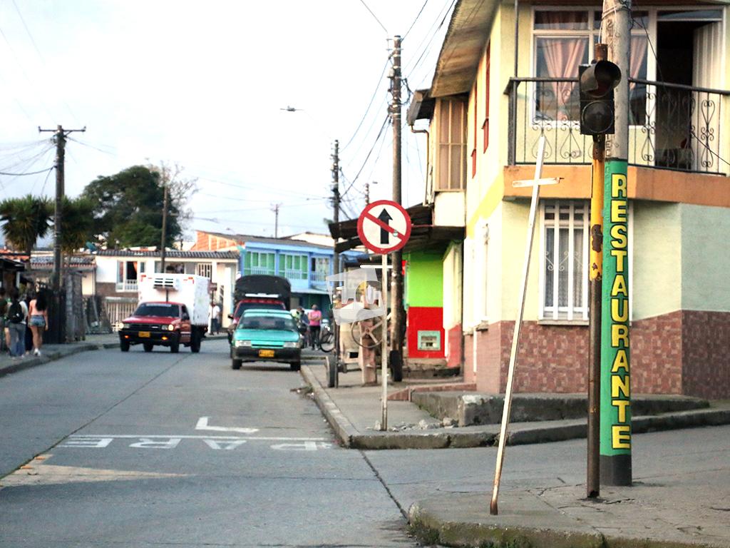 Señales de tránsito que son reliquias en Circasia
