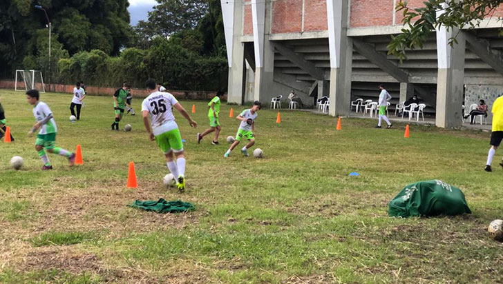 Clubes de fútbol retomaron prácticas individualizadas después de 6 meses