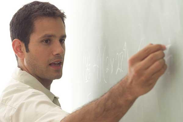 Los profesores tendrán facilidad de crédito para hacer maestrías