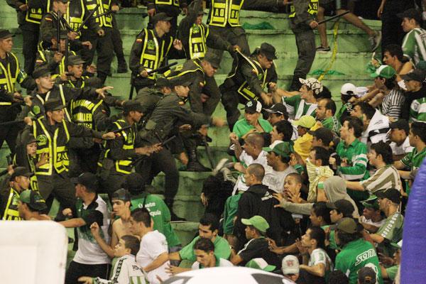por-disturbios-amonestado-el-estadio-centenario