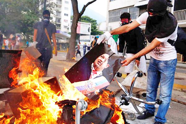Pese a diálogos en Venezuela, siguen las protestas