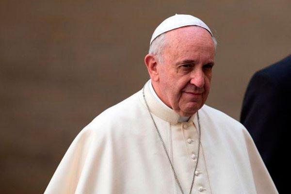 El papa, enfadado por la lujosa comida durante las canonizaciones