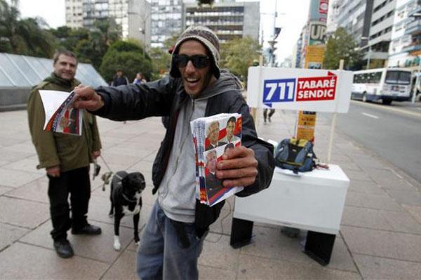 Bombardeo publicitario y apatía popular a una semana de elecciones en Uruguay