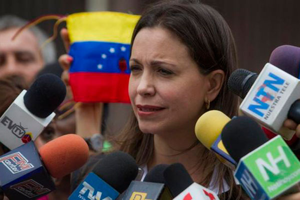 "Exilio venezolano tacha de ""cantinflesca"" acusación de magnicidio a opositora"