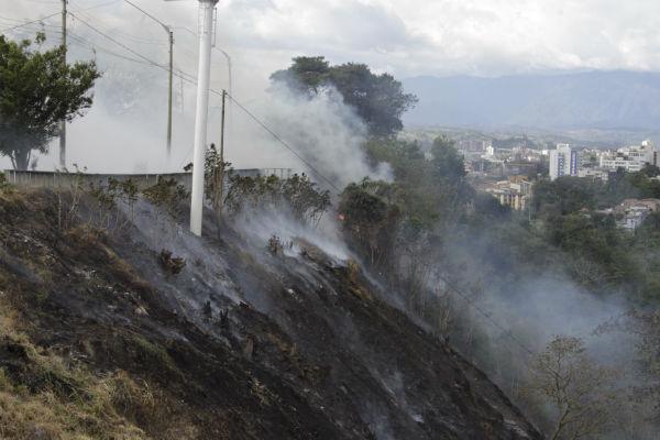 Se ha insistido a la comunidad no arrojar vidrios o cigarrillos a pastos secos para evitar una conflagración.