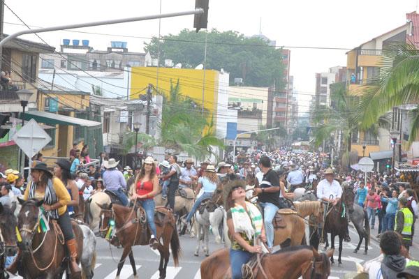 Los desórdenes, caos vehicular por cierre de vías, atropellos contra los animales y otros motivos fueron expuestos para pedir que no se realizara el desfile.