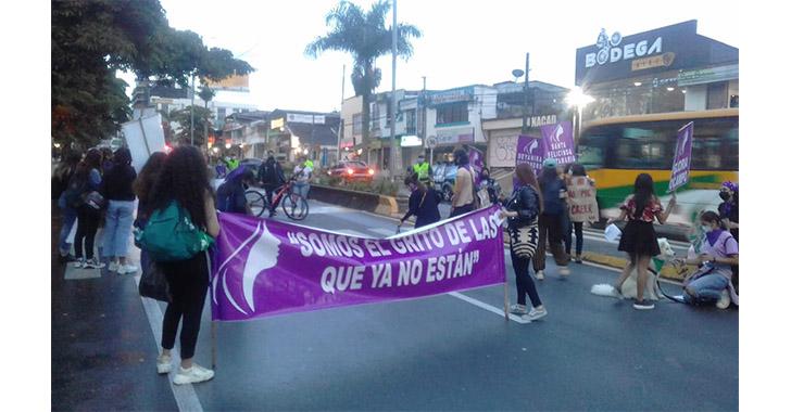 Pacífica protesta en el día de la no violencia contra la mujer