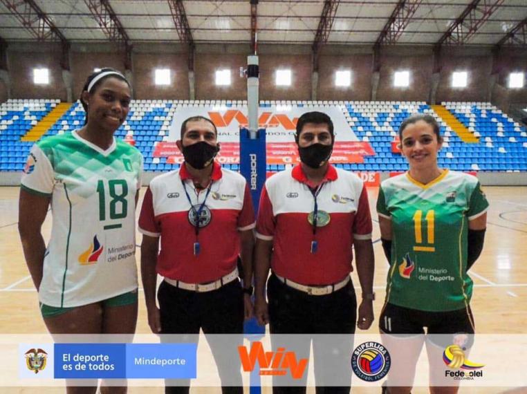 Triunfo y derrota  uniquindiana en  superliga de voleibol
