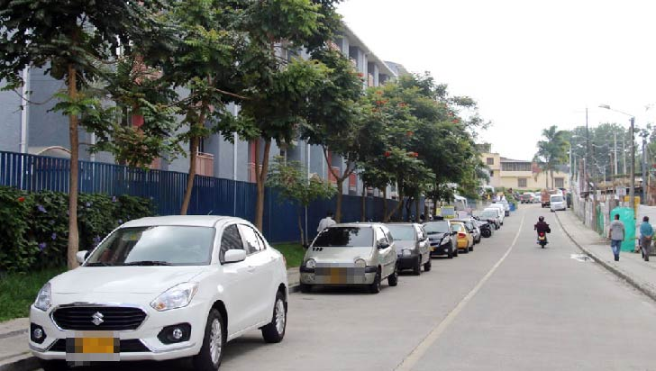Construcciones que dejan 'mal parqueados' a los residentes