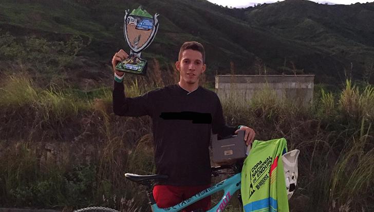 Sergio Builes, campeón de downhill, pide apoyo para próximas competencias