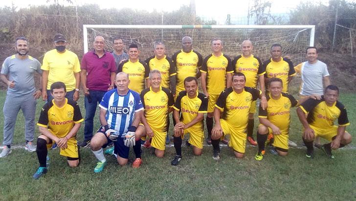 12 equipos, por el título del torneo Pensionados de la Policía