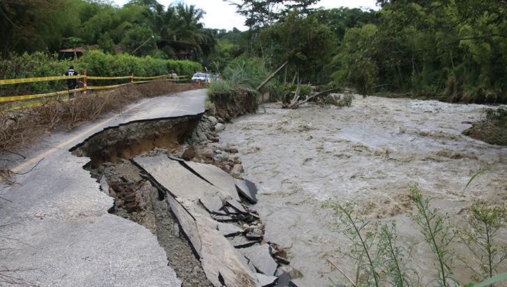 Vía principal hacia Córdoba y puente La Soledad, destruidos por creciente del río Verde