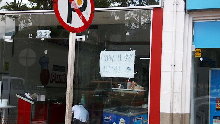 Comerciantes unidos al paro nacional desde las fachadas de sus negocios