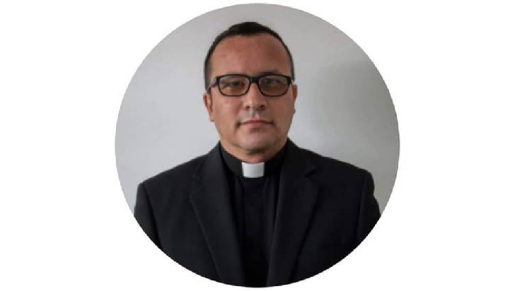 Por Covid-19 falleció el párroco Everardo Ocampo Peláez