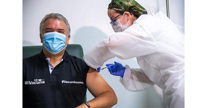Presidente Duque recibe la primera dosis de la vacuna contra la covid-19