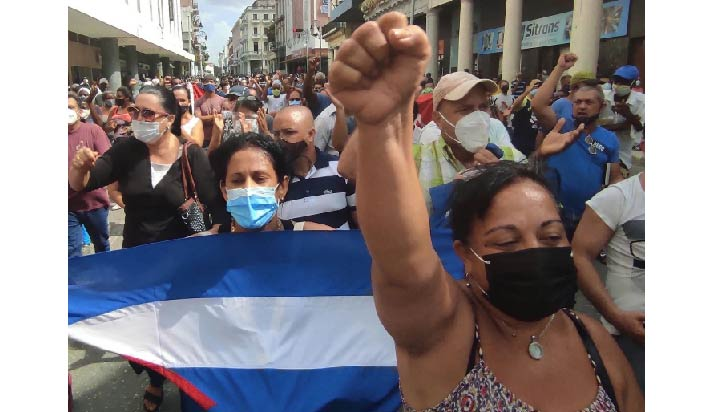 """Cientos de manifestantes toman la calle en La Habana al grito de """"libertad"""""""