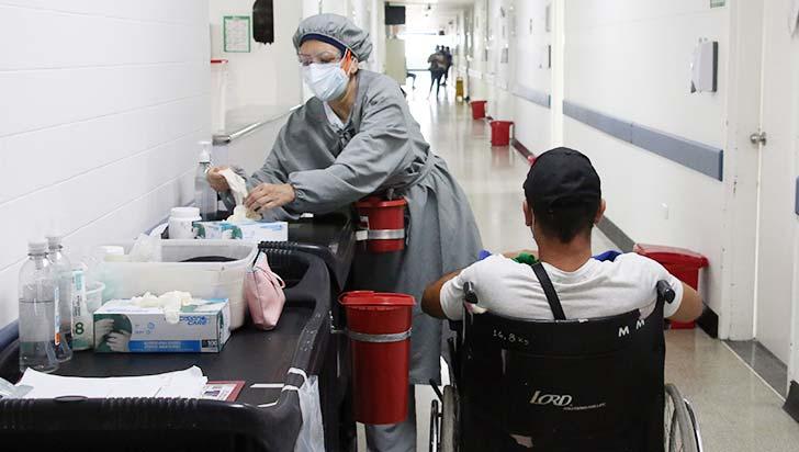 El coronavirus infecta más mujeres pero mata más hombres