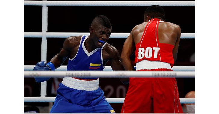 El colombiano Yuberjén Martínez da una clase de boxeo en su debut en Tokio