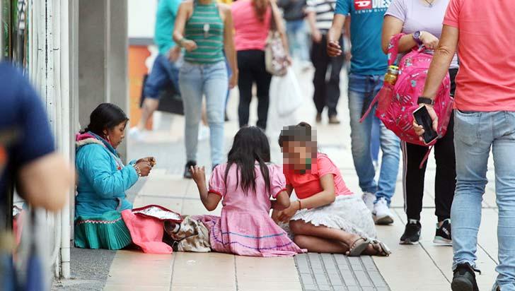 Niños explotados ante la mirada de todos