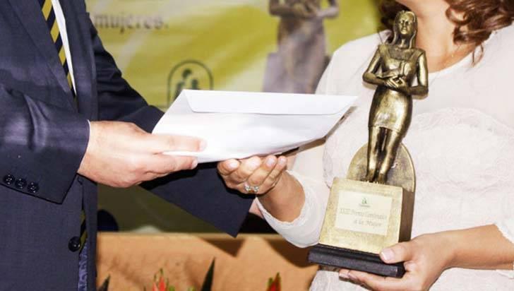 Premio Comfenalco a la Mujer hasta  el 15 de octubre recibirá postulaciones