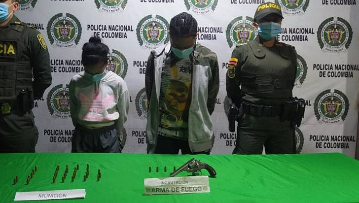 Detenidas 2 mujeres en el barrio Las Colinas por porte ilegal de armas