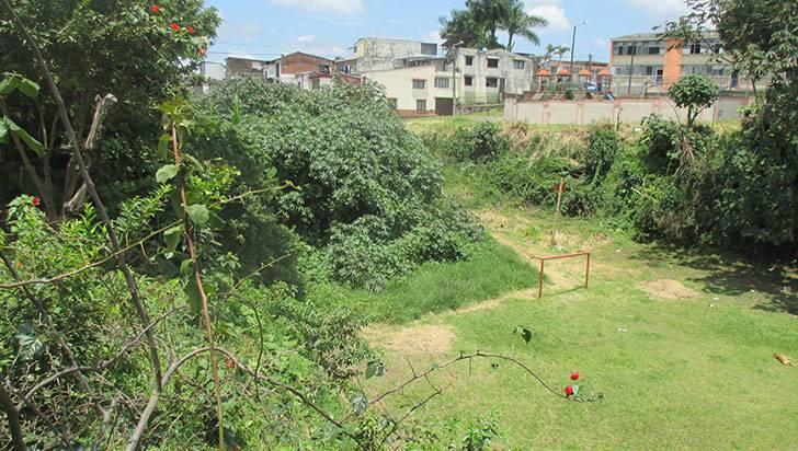 En el barrio Arrayanes piden ayuda para salvar humedal